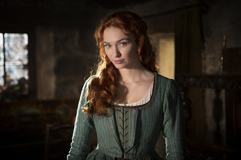Demelza (Eleanor Tomlinson) at home
