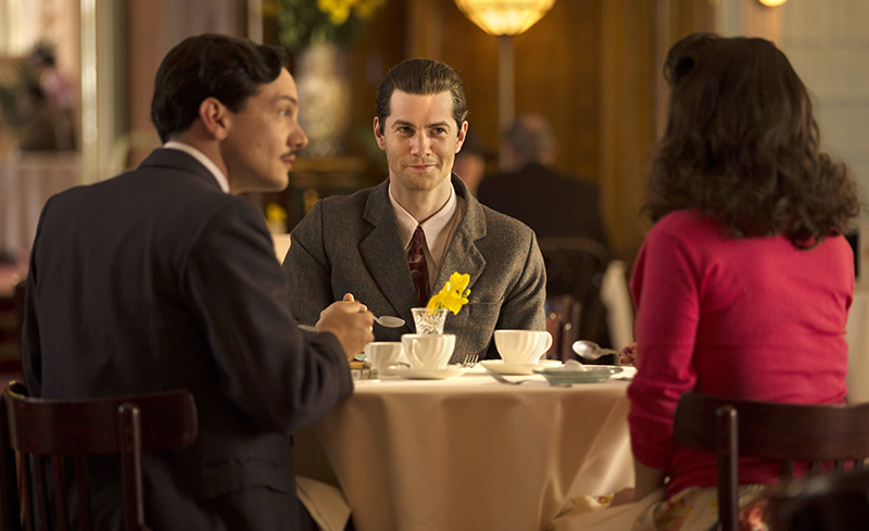 Callum (Jim Sturgess) dining in company